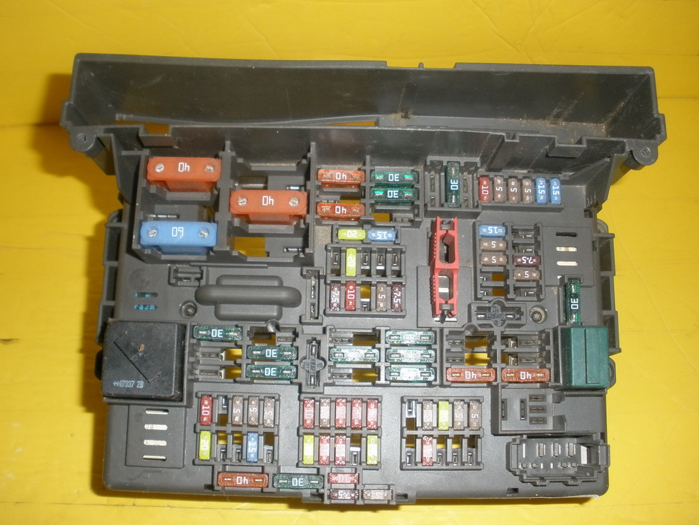 2003 Bmw 325xi Fuse Box