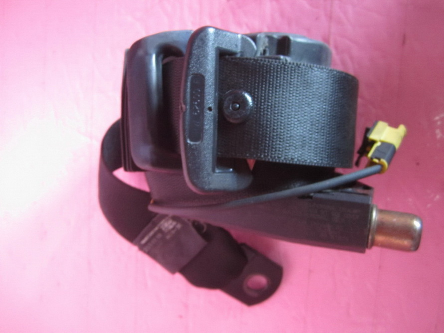 Mercedes benz seat belt 1638603085 used auto parts for Mercedes benz seat belts