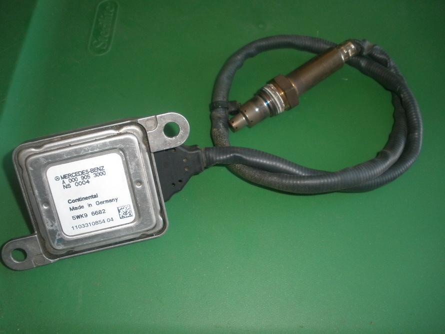 Mercedes benz oxygen sensor a0009053000 used auto for Mercedes benz sensors