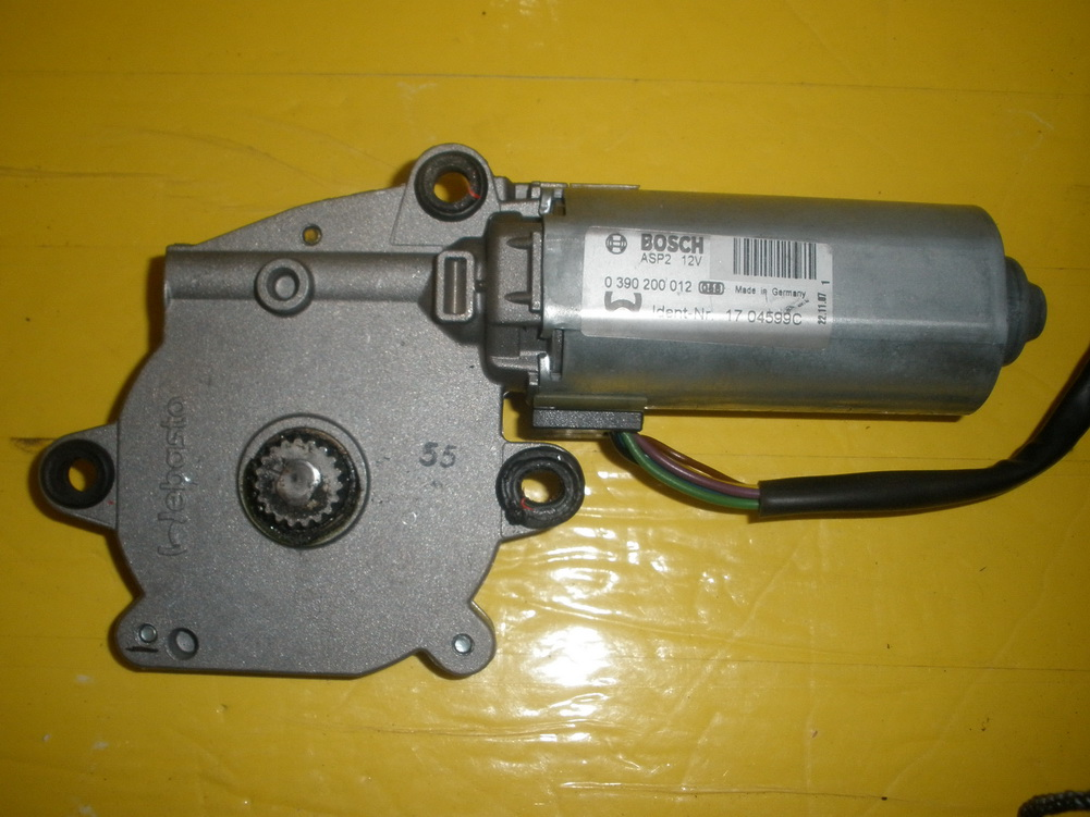 Mercedes benz sun roof motor 2118202742 used auto for Auto parts for mercedes benz