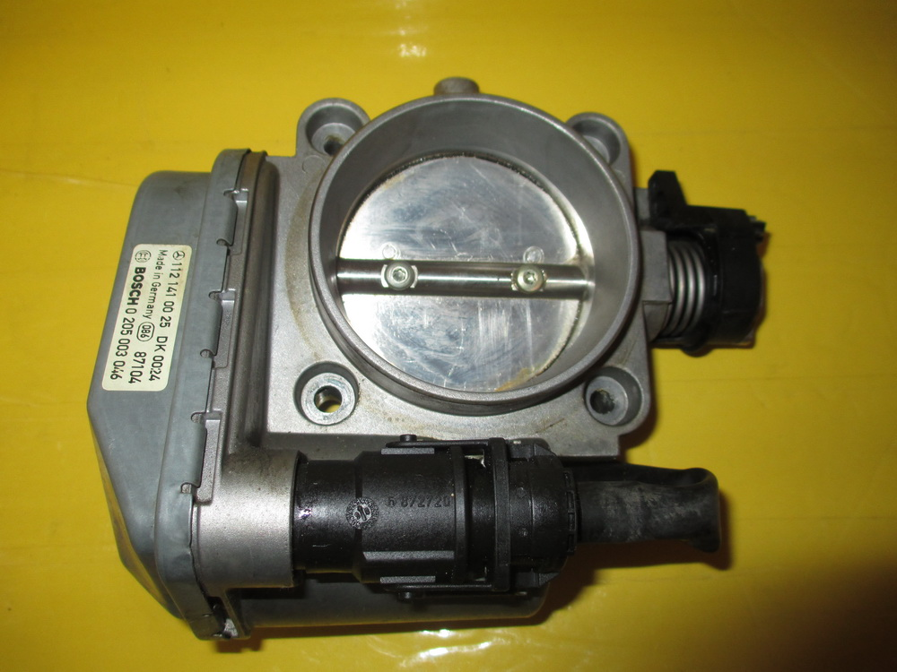 Mercedes benz throttle body 1121410025 used auto for Mercedes benz used body parts