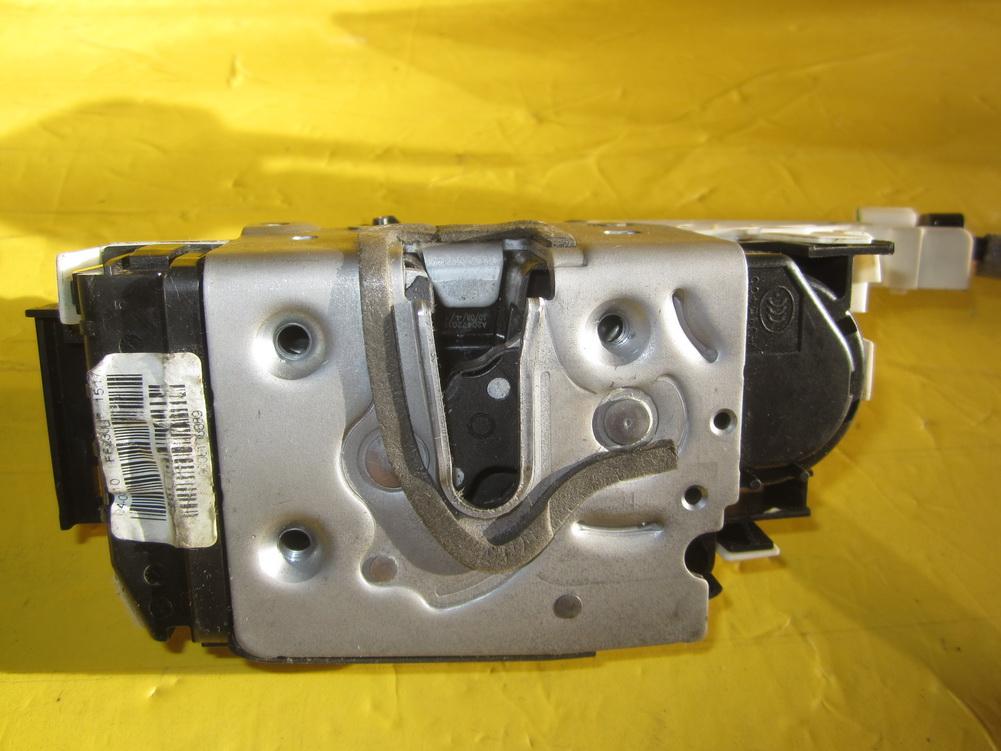 Mercedes benz door lock door latch 2047201535 used for Mercedes benz door lock problem