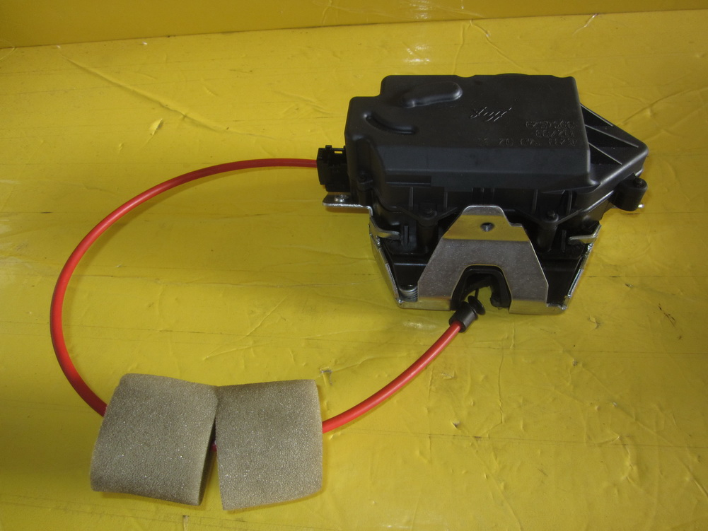 Mercedes benz trunk lock 2117400235 used auto parts for Mercedes benz used auto parts