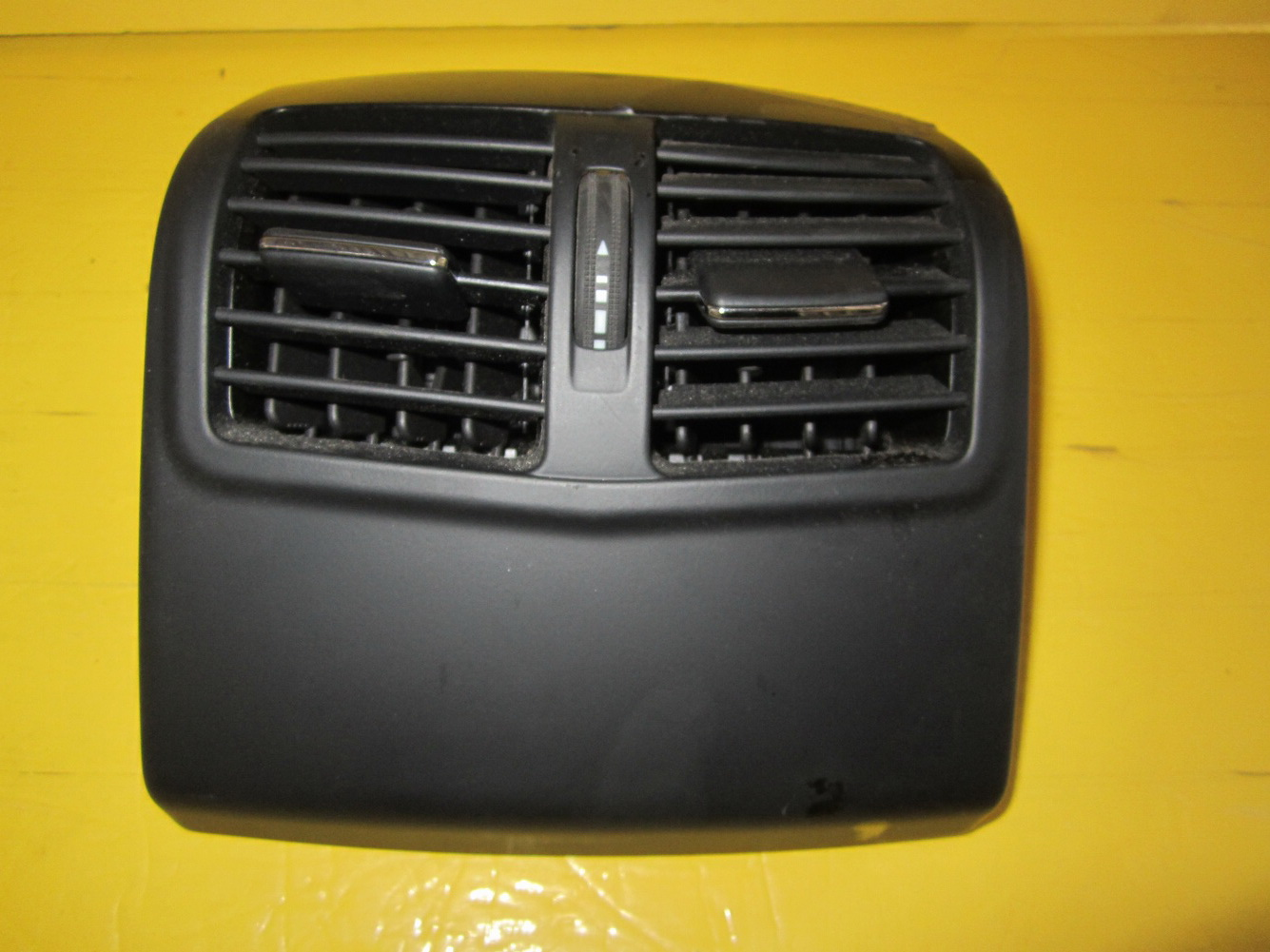 Mercedes benz e350 rear center console air vent 2128300454 for Spares for mercedes benz