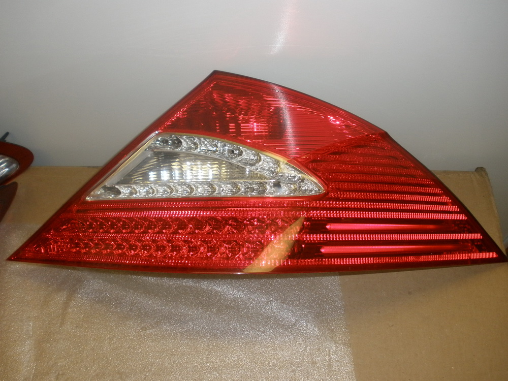 Mercedes benz tail light taillight crack on the lens for Mercedes benz tail light lens