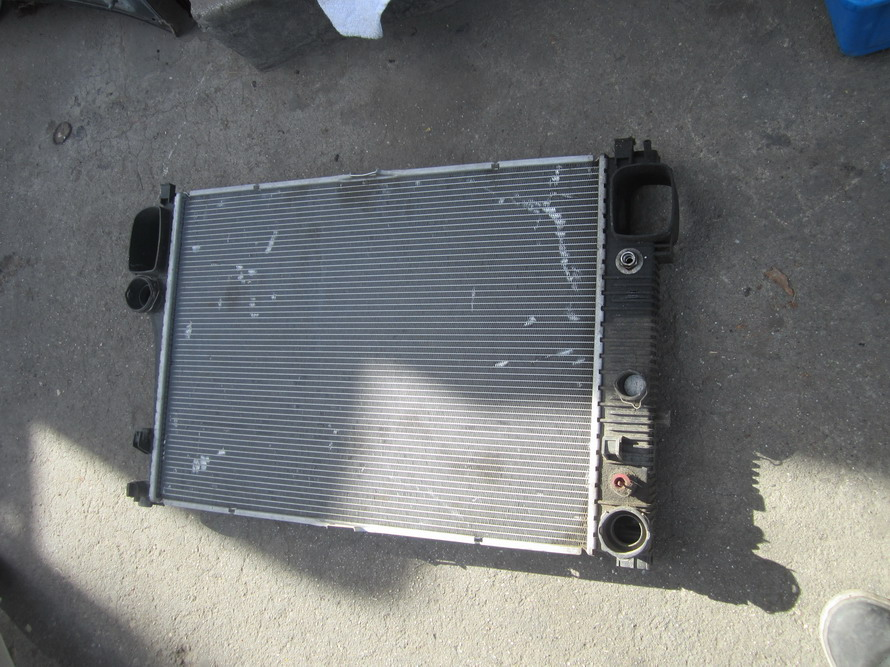Mercedes benz radiator 2215003103 used auto parts for Mercedes benz radiator