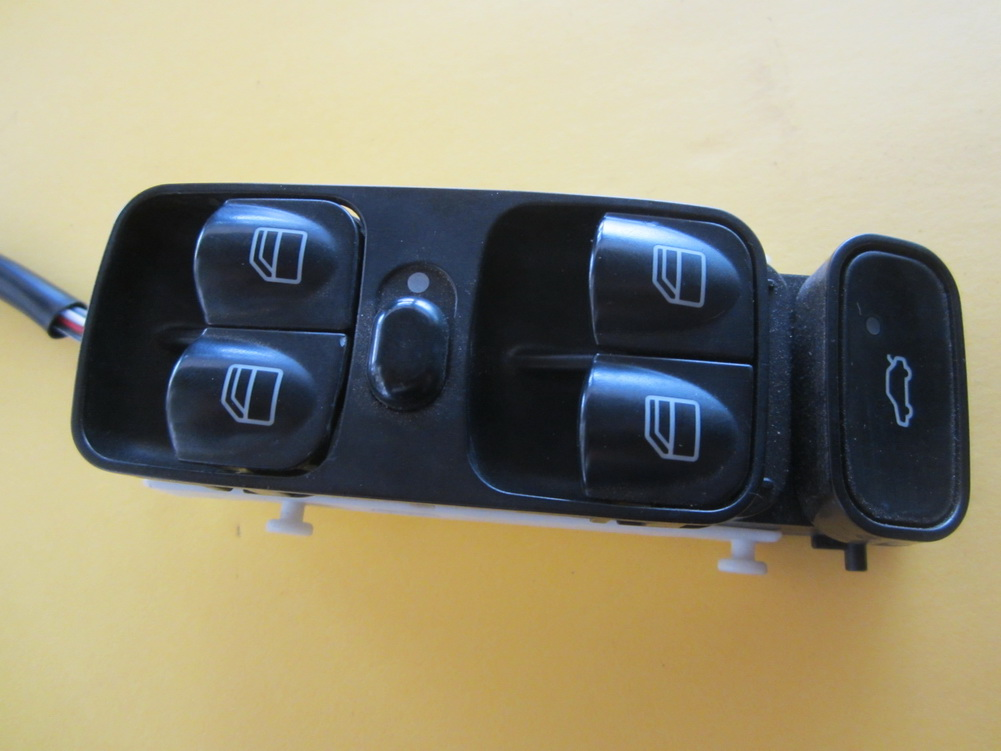Mercedes benz window switch 2038200110 used auto for Mercedes benz window switch