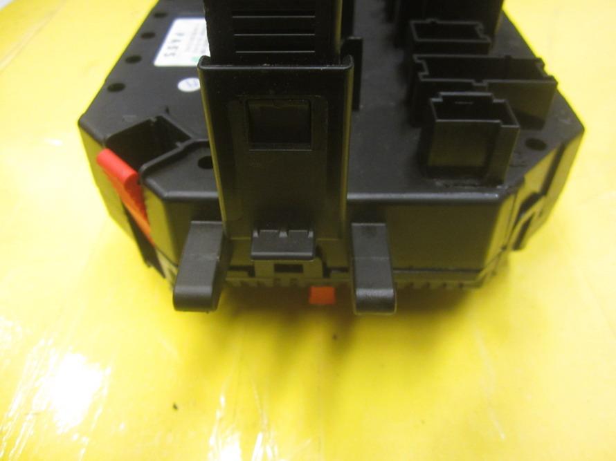 mercedes benz fuse box 2219067200 used auto parts. Black Bedroom Furniture Sets. Home Design Ideas