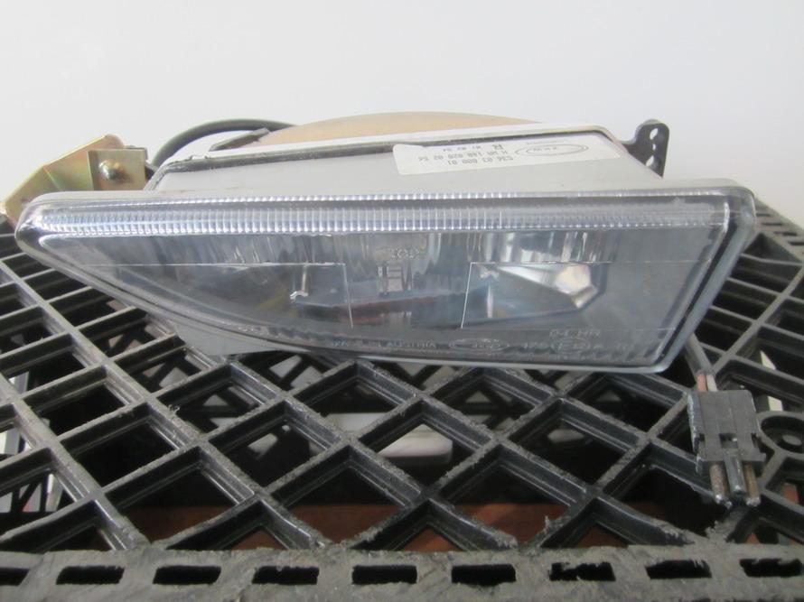 Mercedes benz right passenger fog light oem 1408200256 for Oem mercedes benz parts