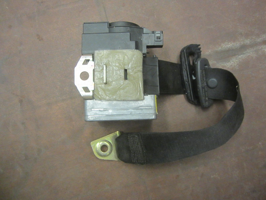 Mercedes benz seat belt 2208608085 used auto parts for Mercedes benz seat belts