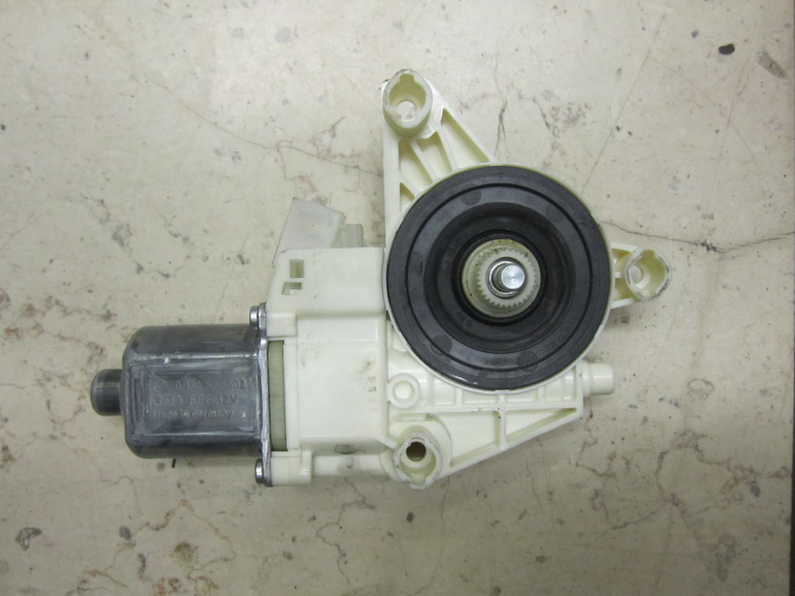 Mercedes benz window motor 0130822503 used auto parts for Mercedes benz window regulator
