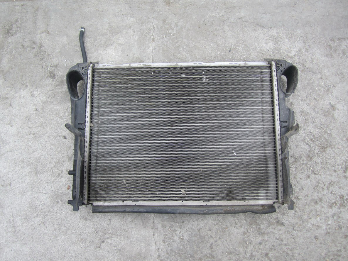 Mercedes benz radiator 2205000003 used auto parts for Mercedes benz radiator