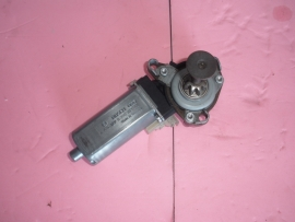 Mercedes Benz - SEAT MOTOR RIGHT FRONT  - 0390203004