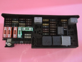 164 540 3373 MERCEDES BENZ ML350 ML550 R350 GL350    FUSE    BOX 1645403372  Used Auto Parts