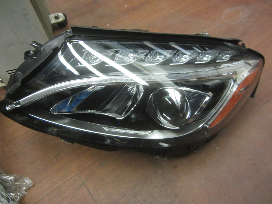 Mercedes benz headlight 2059067703 used auto parts for Auto parts for mercedes benz