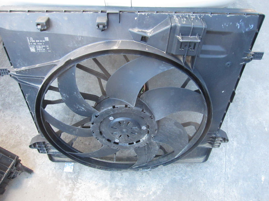 Mercedes benz cooling radiator fan a0999062400 used for Mercedes benz coolant