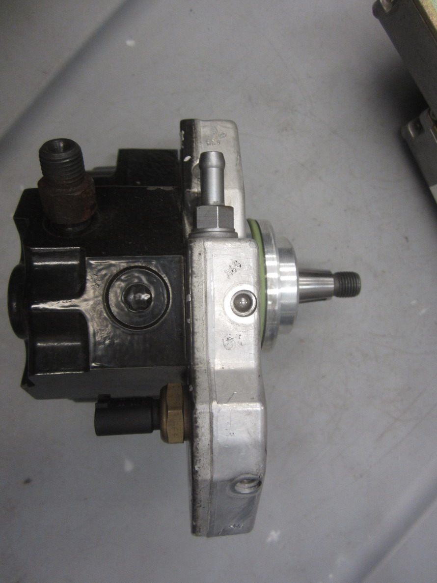 Mercedes benz pump high pressure 642 207 00 901 used for High performance parts for mercedes benz