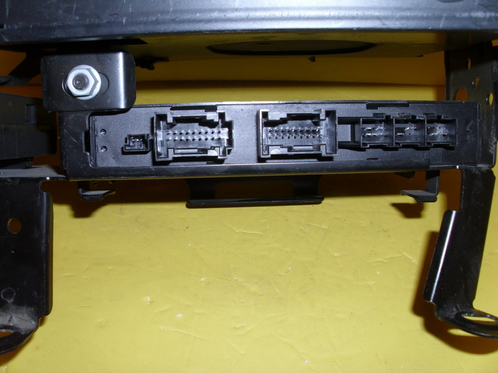 Mercedes benz dvd player 2118708926 used auto parts for Mercedes benz auto parts