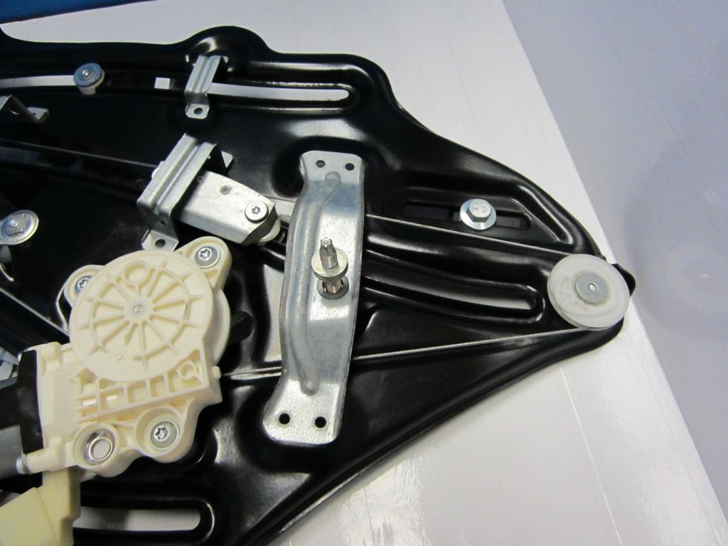 Mercedes benz window regulator 2096700203 used auto parts for Mercedes benz window regulator
