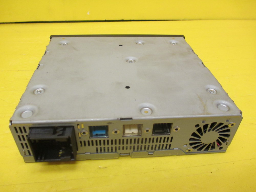 Mercedes benz dvd player 2518202526 used auto parts for Mercedes benz dvd player