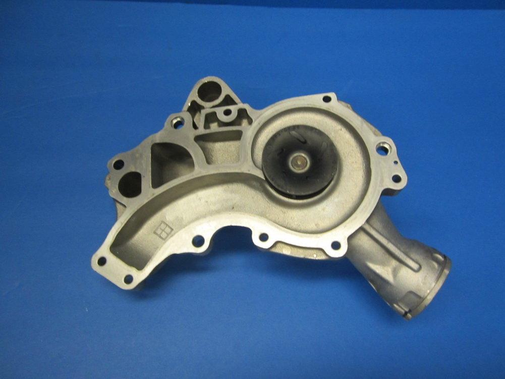 Mercedes benz water pump 1562000601 used auto parts for Used mercedes benz auto parts