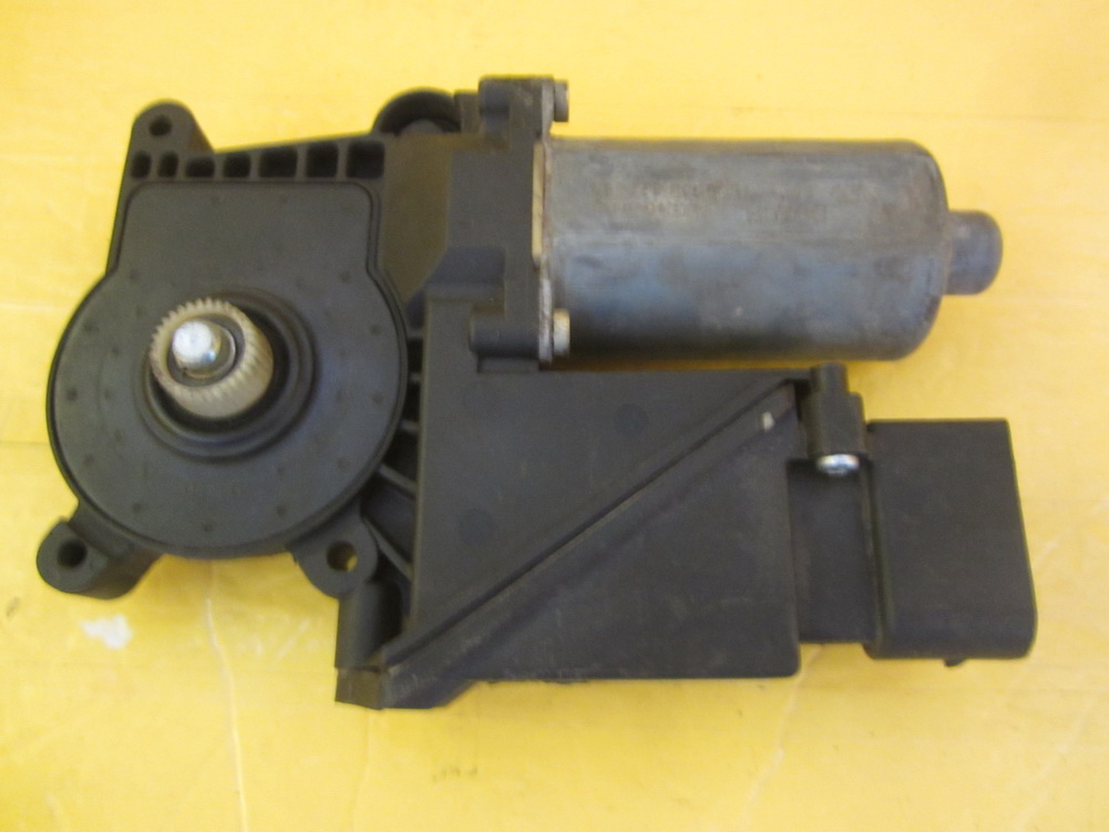 Mercedes benz window regulator 2108205342 used auto for Mercedes benz window regulator