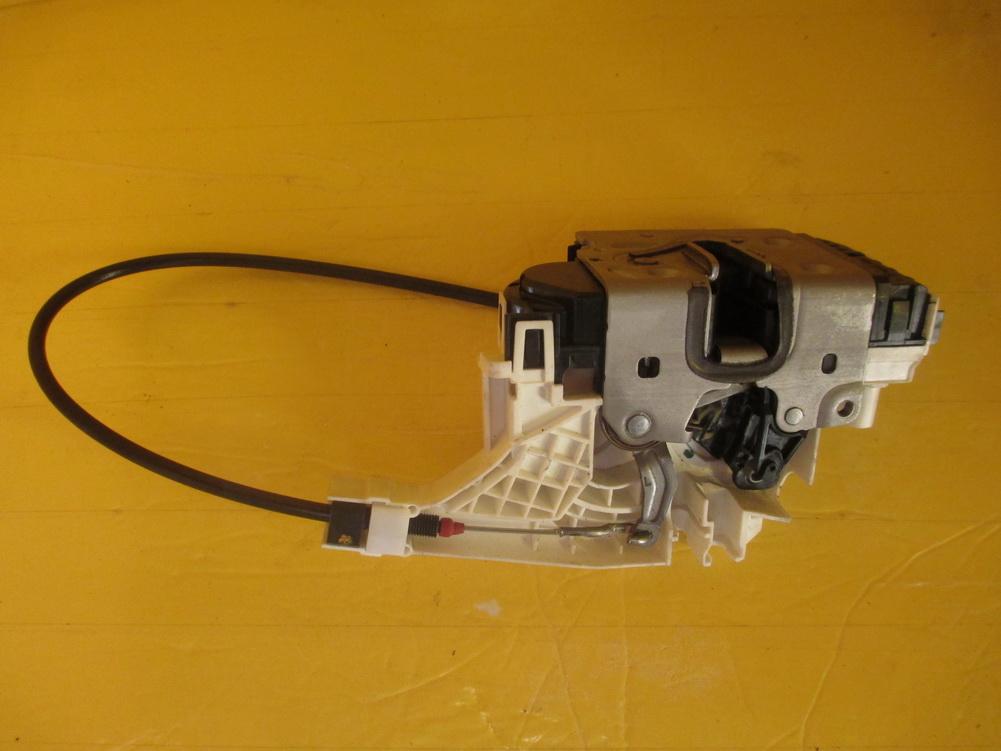 Mercedes benz door lock door latch 9067202135 used for Door lock parts