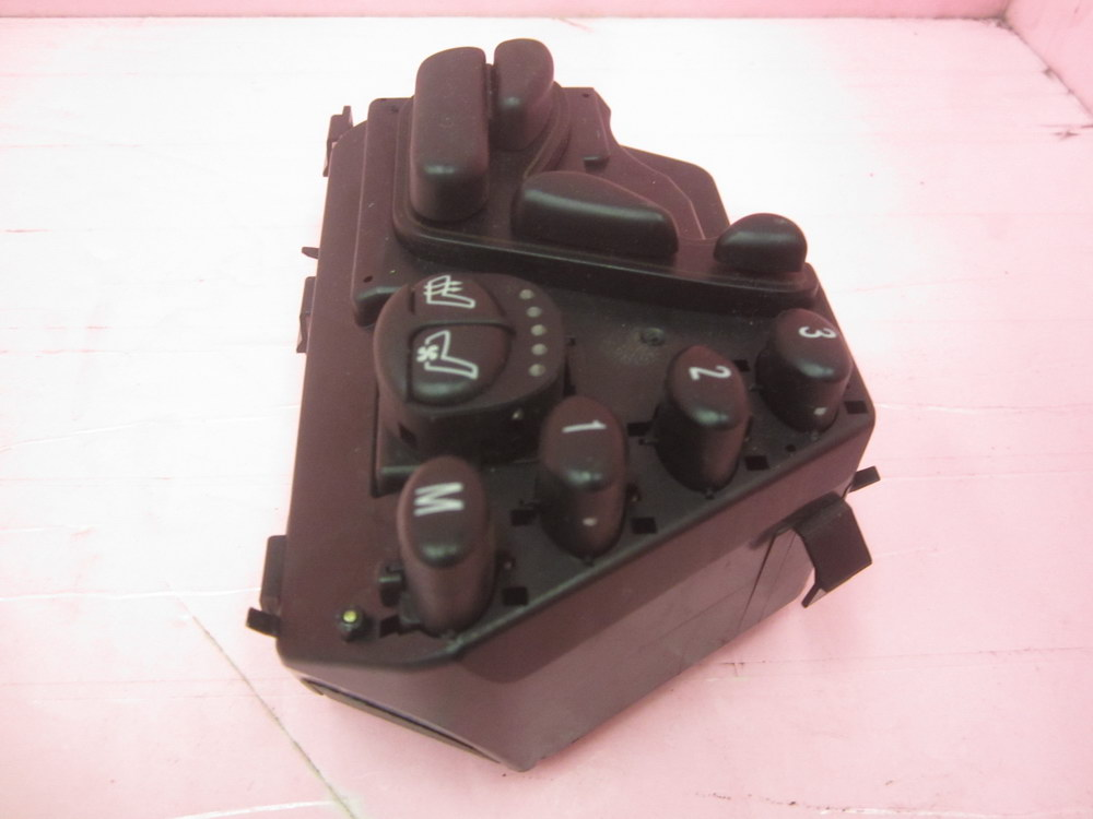Mercedes benz seat switch 2208213858 used auto parts for Used parts for mercedes benz