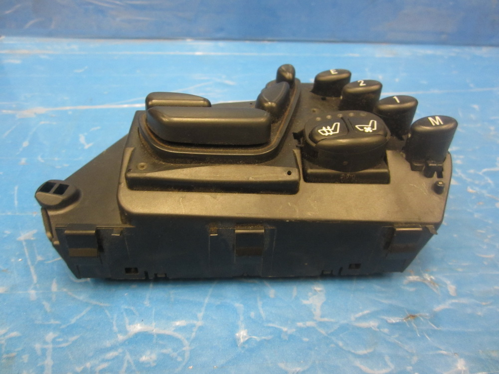 Mercedes benz seat switch 2208209851 used auto parts for Used parts for mercedes benz