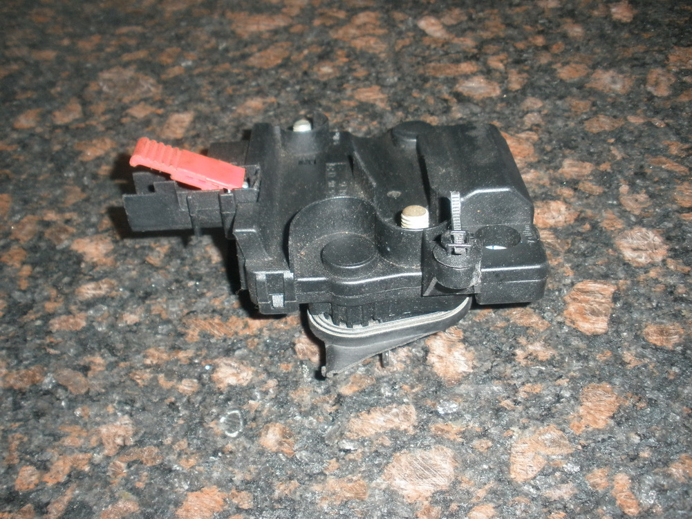 Mercedes benz fuse box 2205460641 used auto parts for Mercedes benz salvage parts