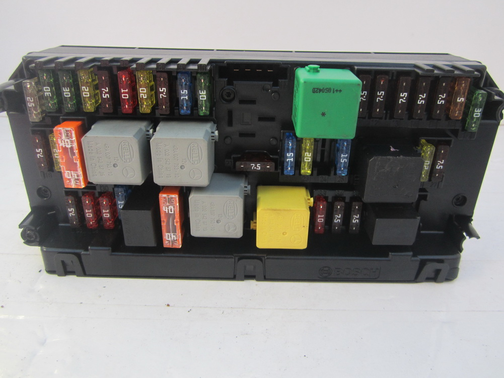 212 900 81 07 mercedes benz - fuse box