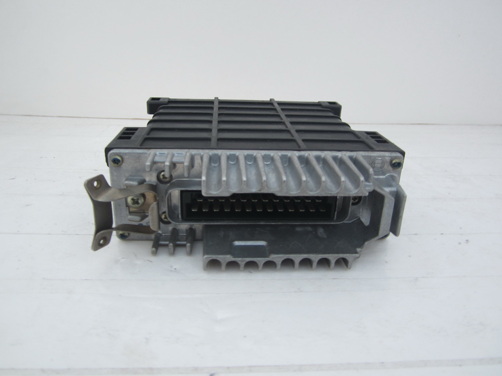 Mercedes benz 560sl ecu computer 0065456032 used auto for Used parts for mercedes benz