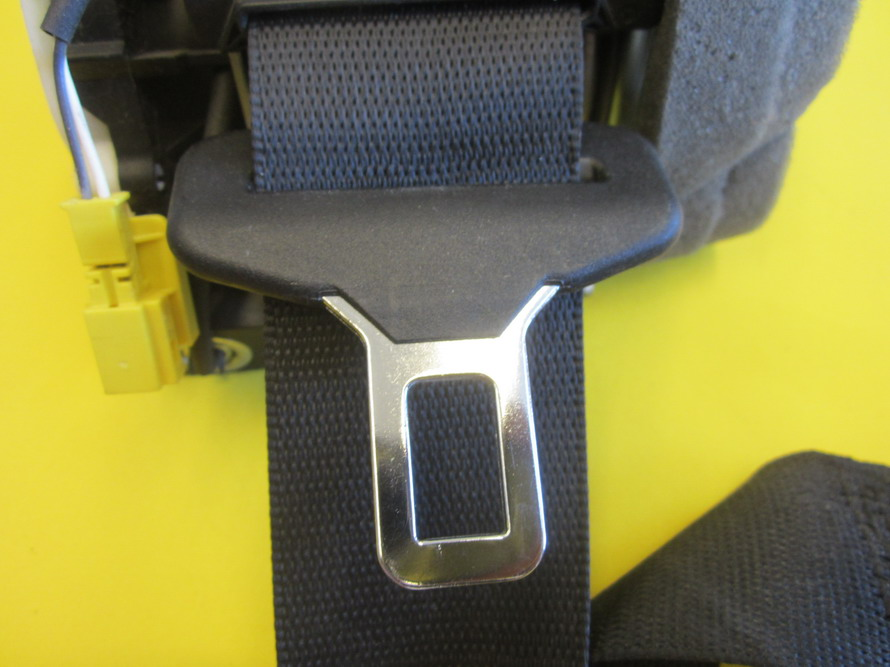Mercedes benz e350 w212 wagon rear passenger seat belt for Mercedes benz seat belts