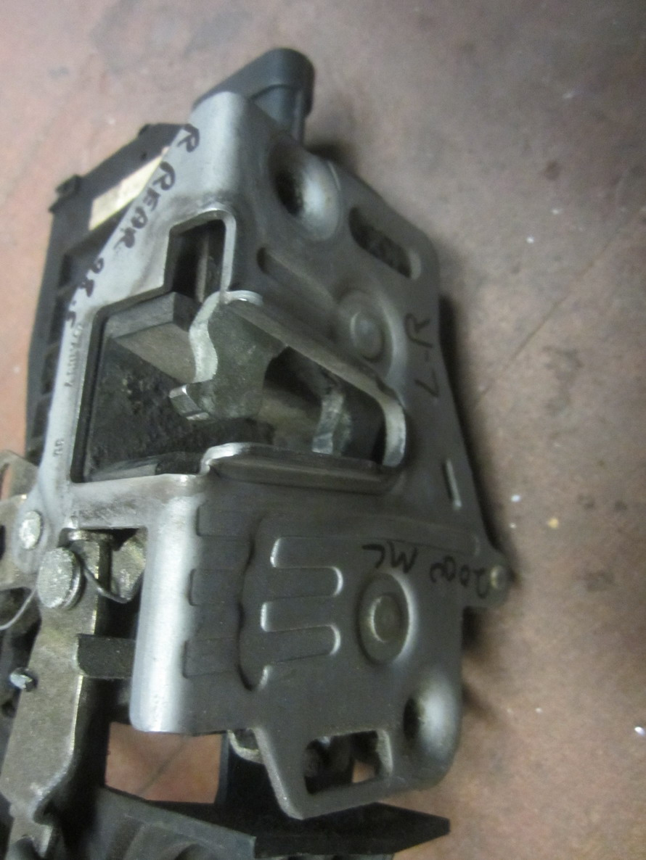 Mercedes benz door lock door latch 1637301135 used for Mercedes benz door lock problem