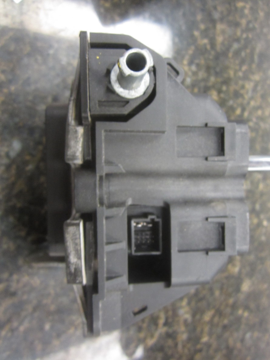 Mercedes benz shifter 1635459232 used auto parts for Mercedes benz salvage parts