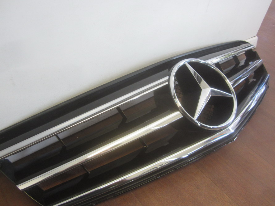 Mercedes benz grille grill 2048800023 used auto parts for Mercedes benz accessories ebay