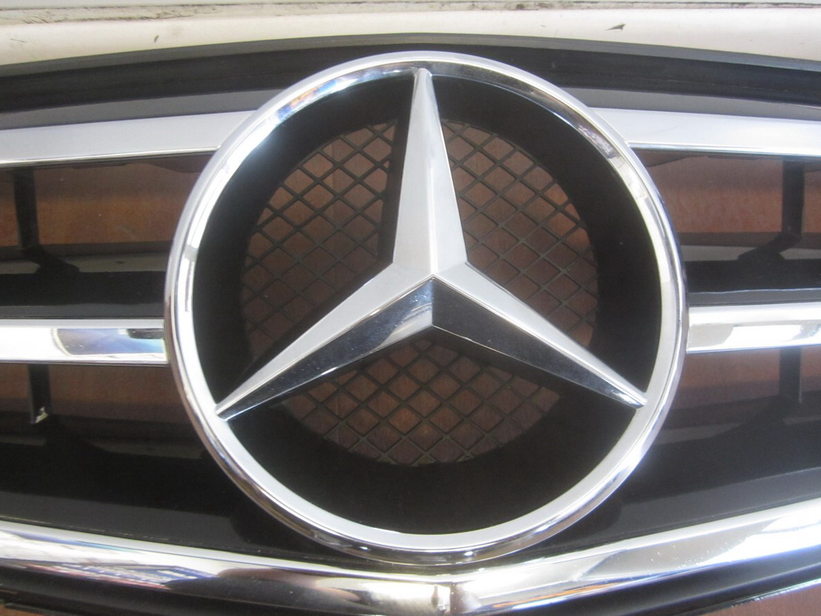 Mercedes benz grille grill 2048800023 used auto parts for Mercedes benz grille