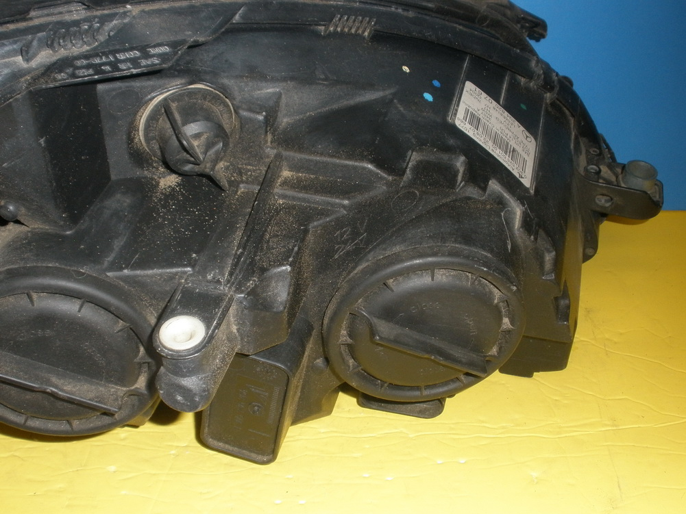 Mercedes benz headlight a2048200761 used auto parts for Mercedes benz salvage parts