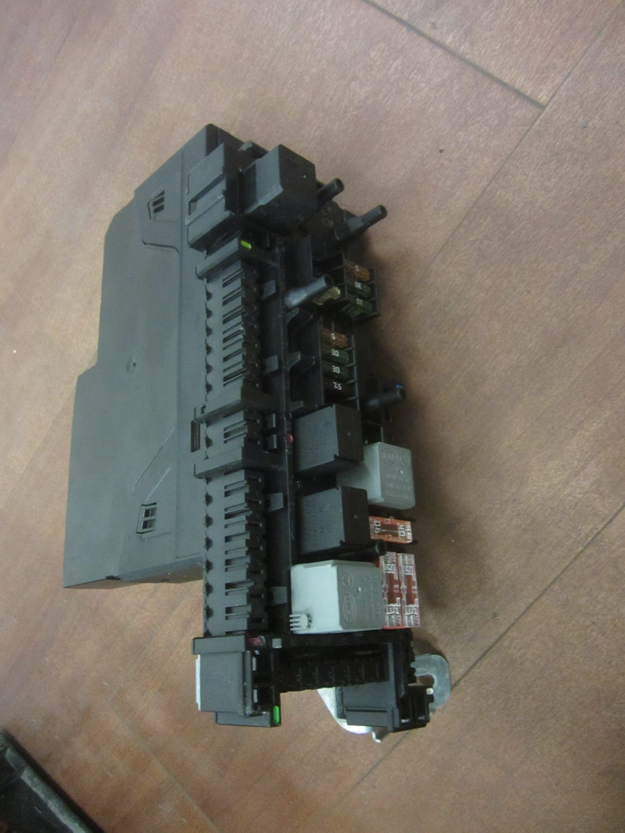 Mercedes Benz Fuse Box 2049005101 Used Auto Parts Infinity Jx 35