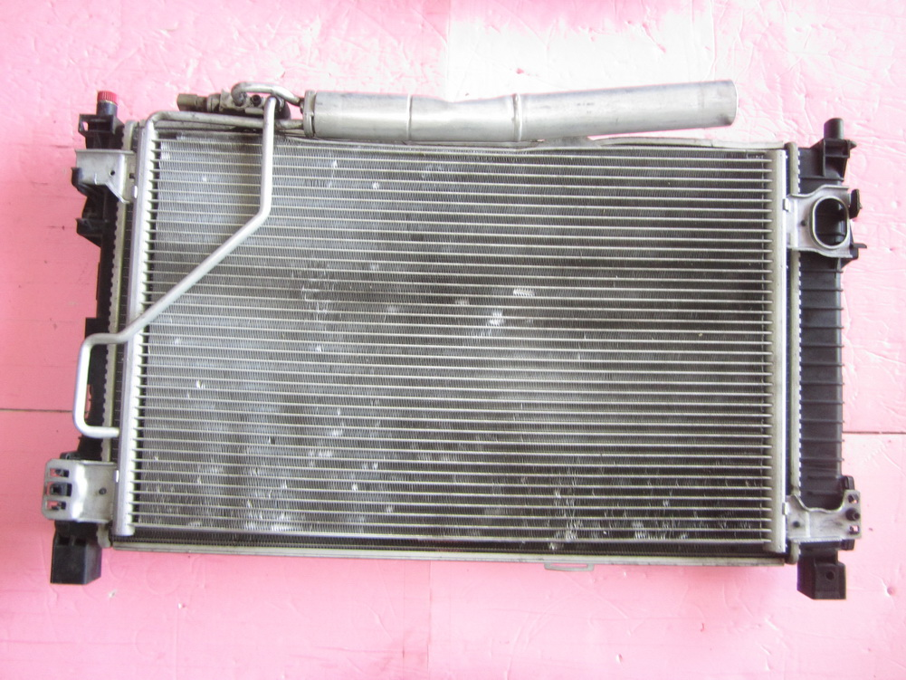 Mercedes benz radiator 2035003403 used auto parts for Mercedes benz radiator