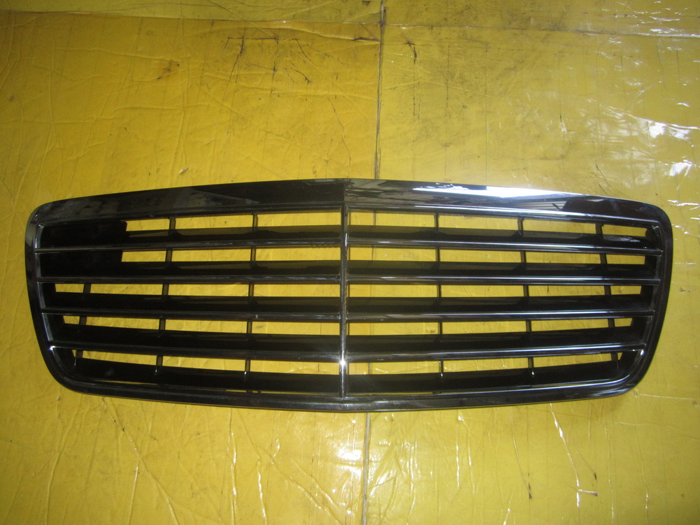 Mercedes benz grille 2108800683 used auto parts for Mercedes benz grills
